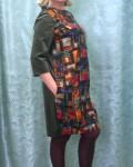 Спинка платья и двухшовный рукав из бархата. Полочка из натурального шёлка на таком же подкладе. В боковых швах карманы.