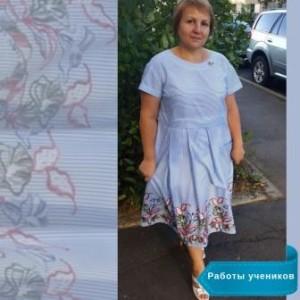 Платье сшито ученицей Юлией Маликовой.