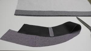 Стачиваем обтачки передних и задней деталей юбки по боковым срезам, швы разутюживаем.