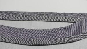 Окантовка срезов:  стачиваем косую полоску с деталью на 0,5-0,7 см от среза.